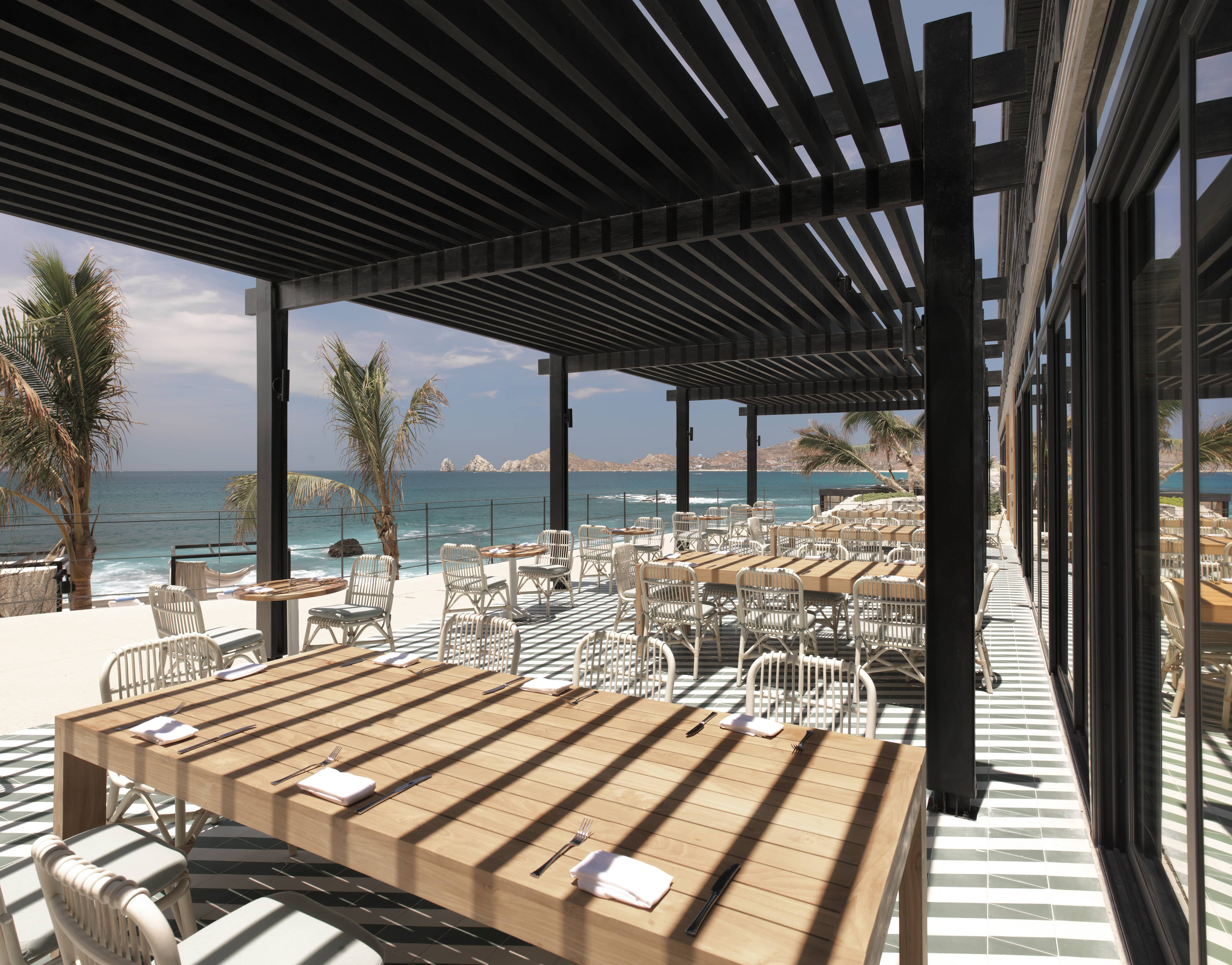 Restaurants dining in cabo san lucas the ledge at the cape for The cape los cabos