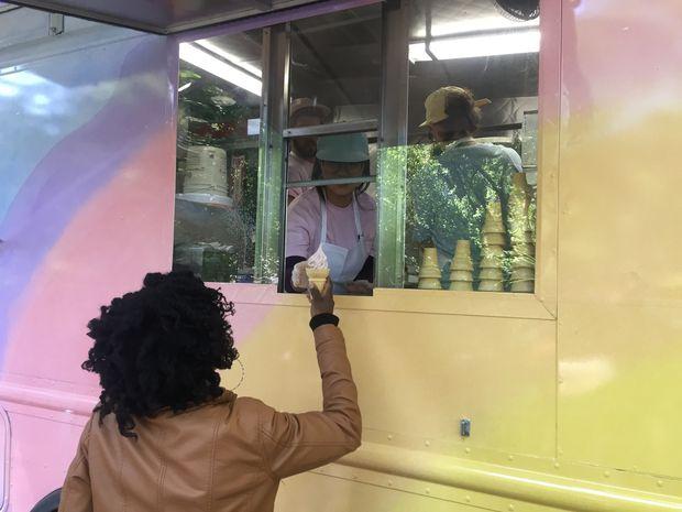 Sunset (Central Park) by Spencer Finch is a solar ice-cream truck that serves free ice-cream colored like the Central Park sunset. Photo: Gisele Regatao